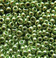 Бисер №18161, №10, Preciosa (Чехия), бледно зелёный,металлизированный, непрозрачный
