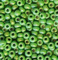 Бисер №54210, №10, Preciosa (Чехия), светло-зелёный радужный, непрозрачный