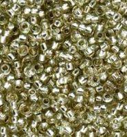 Бисер №78152, №10, Preciosa (Чехия), бледно жёлто-зелёный блестящий, прозрачный