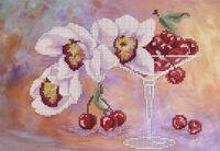 Натюрморт - Орхидея и вишня в бокале, ЮМА 452 схема с рисунком для частичной вышивки бисером на атласе