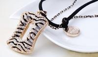 Бусы зебра металл золото с кулоном на цепочке и шнуре