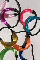 Оригинальная резинка для волос с цветными исскуственными волосами